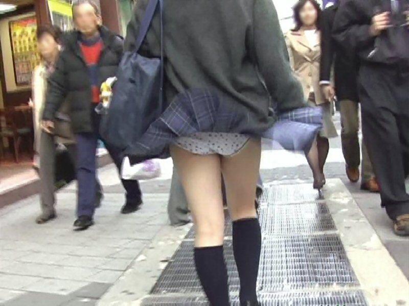 風チラ_パンチラ_JK_盗撮_エロ画像_07