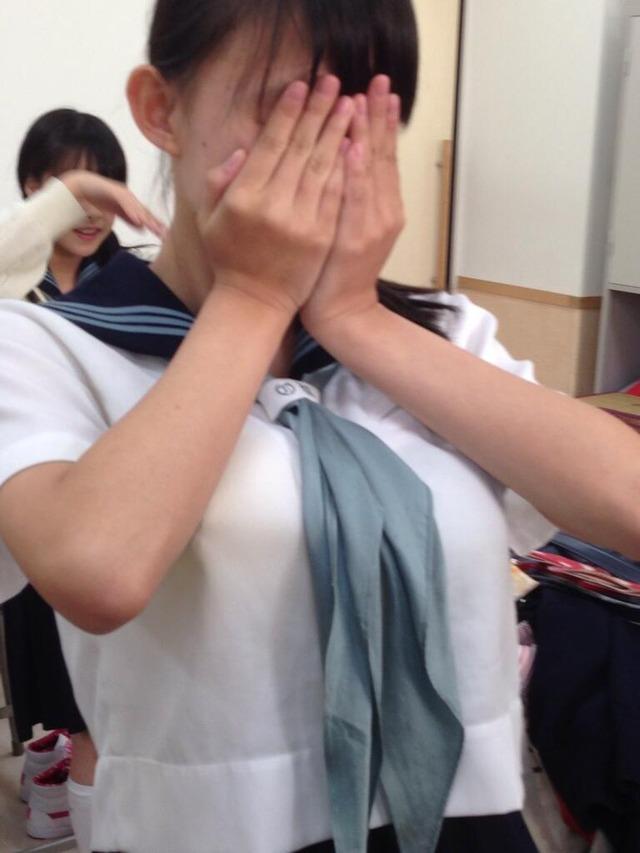着衣巨乳_制服_JK_街撮り_エロ画像_09