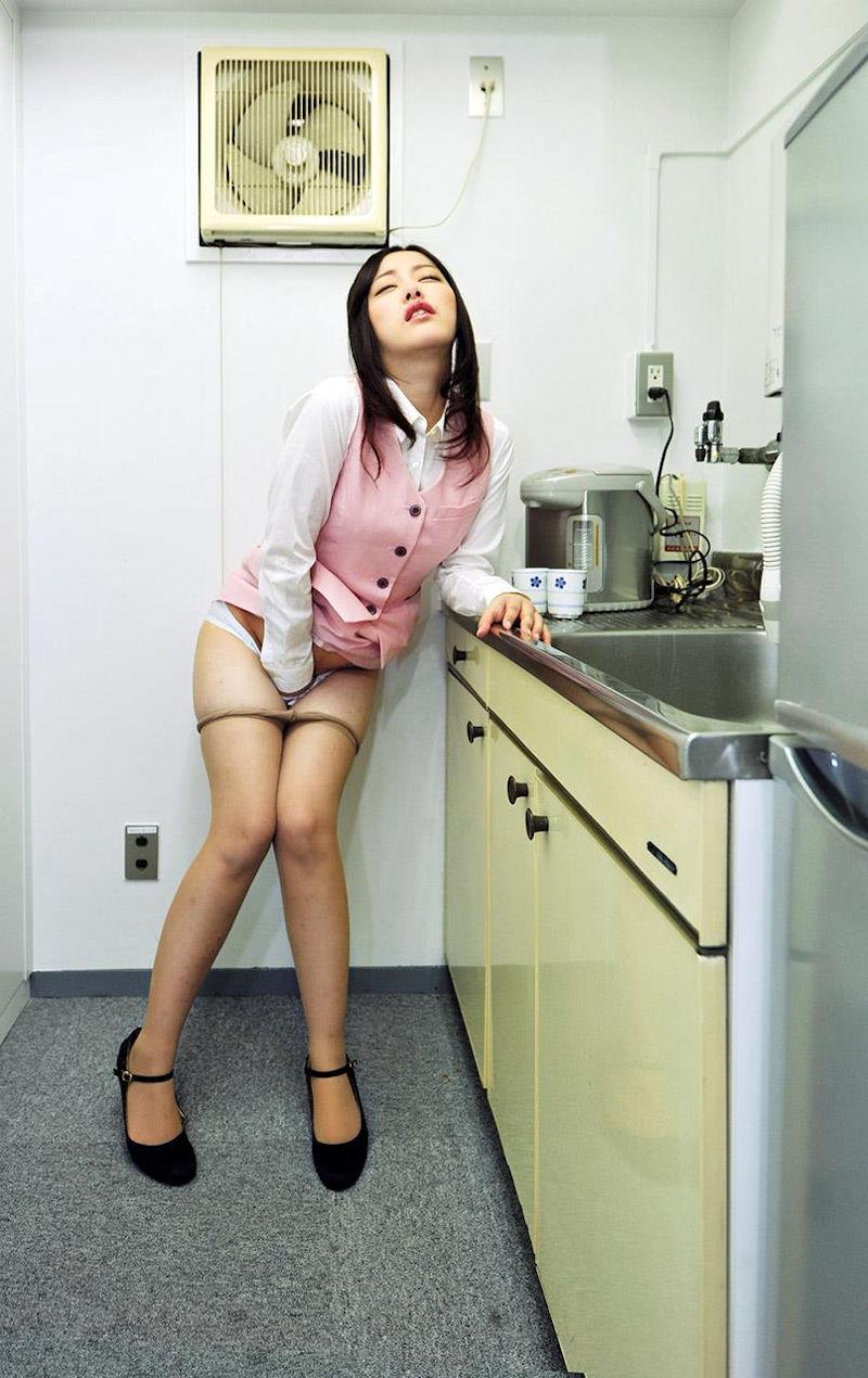 OL_指オナニー_会社内_エロ画像_14
