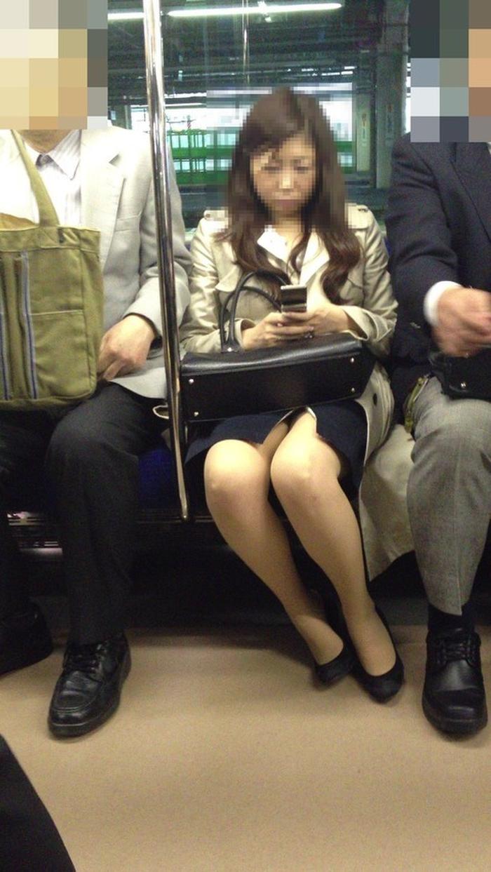 電車_パンチラ_人妻_熟女_盗撮_エロ画像_08
