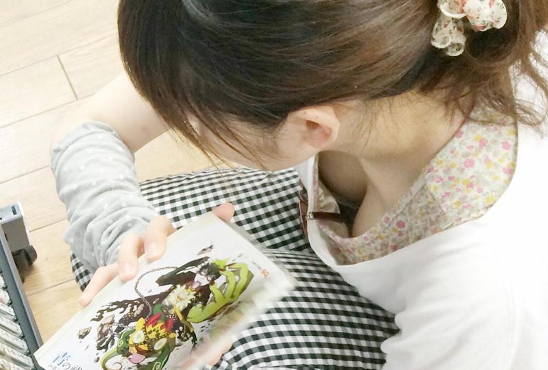 胸チラ_おっぱい_素人_盗撮_エロ画像_16