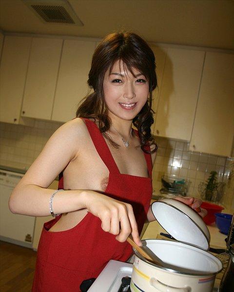 裸エプロン_おっぱい_コスプレ_エロ画像_03
