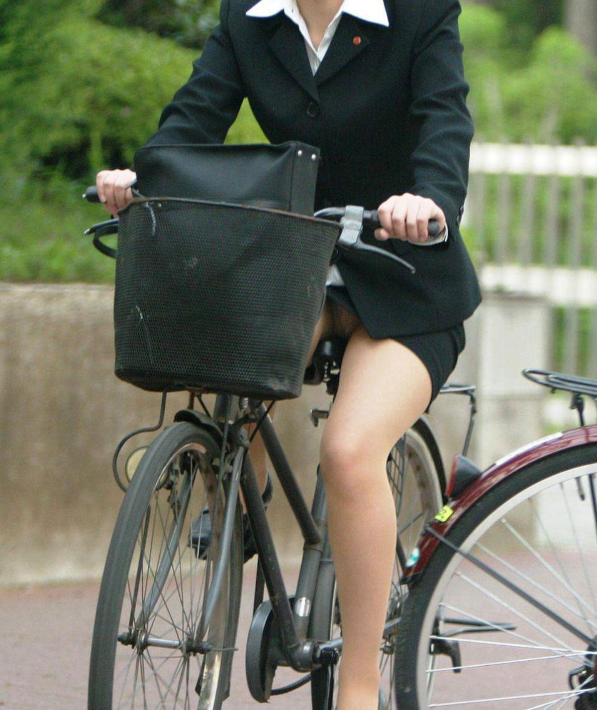 OL_自転車_パンチラ_盗撮_エロ画像_01