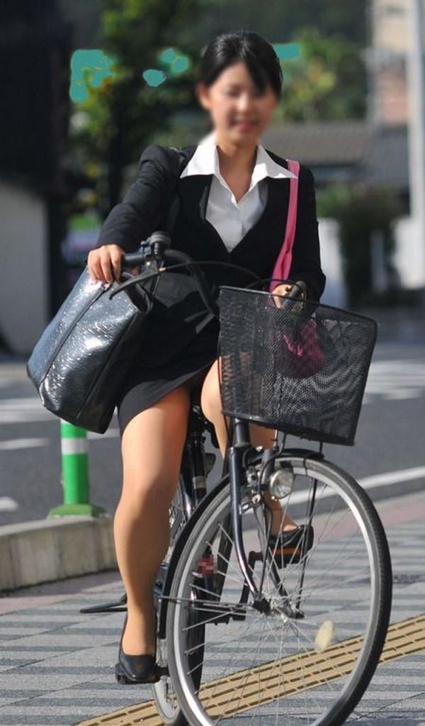 OL_自転車_パンチラ_盗撮_エロ画像_04