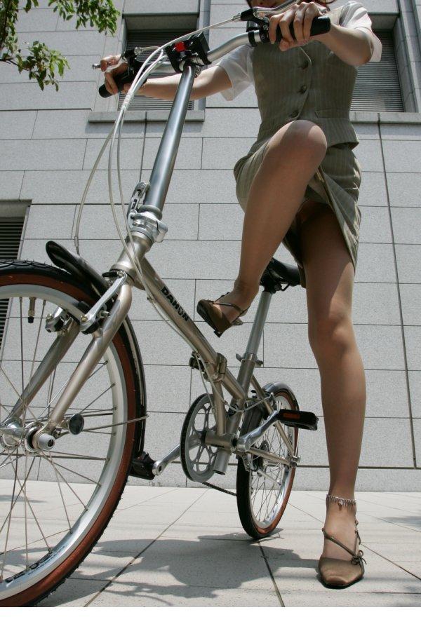 OL_自転車_パンチラ_盗撮_エロ画像_05