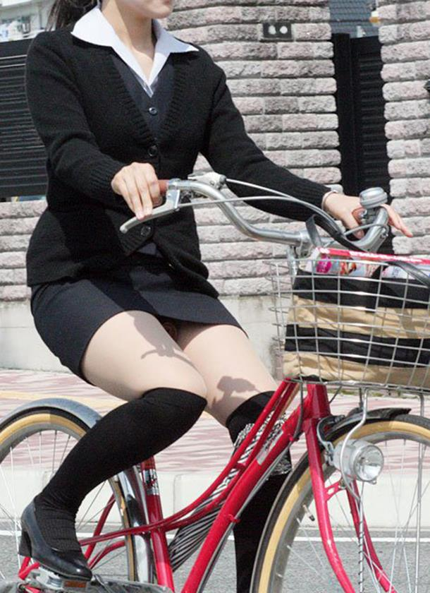 OL_自転車_パンチラ_盗撮_エロ画像_07