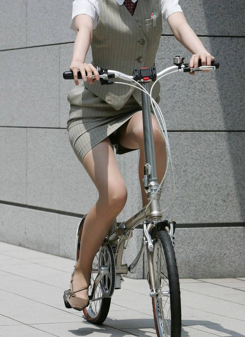 OL_自転車_パンチラ_盗撮_エロ画像_13