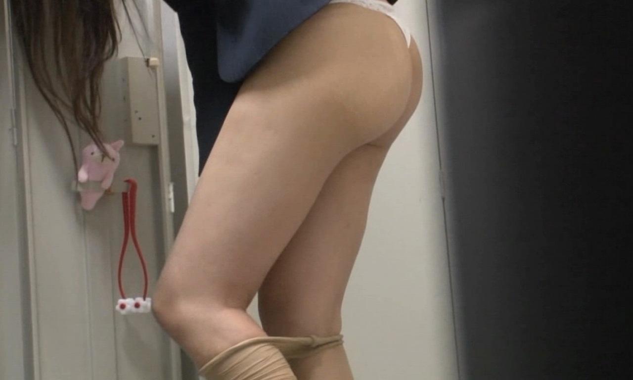 着替え_更衣室_職場_OL_エロ画像_06