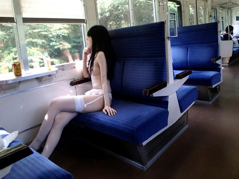 電車_露出_変態_素人_エロ画像_01