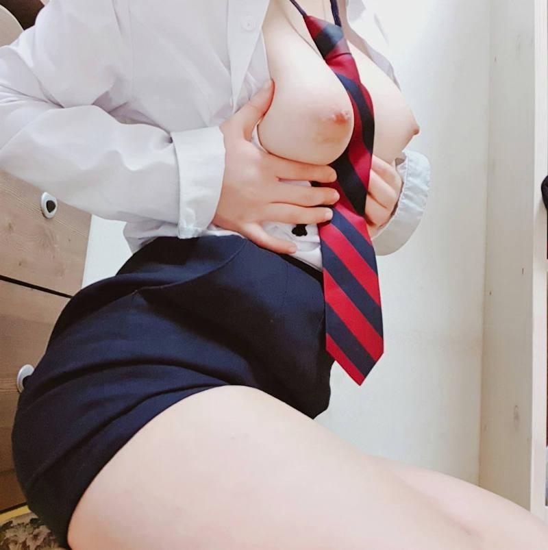巨乳_おっぱい_JK_制服_エロ画像_03
