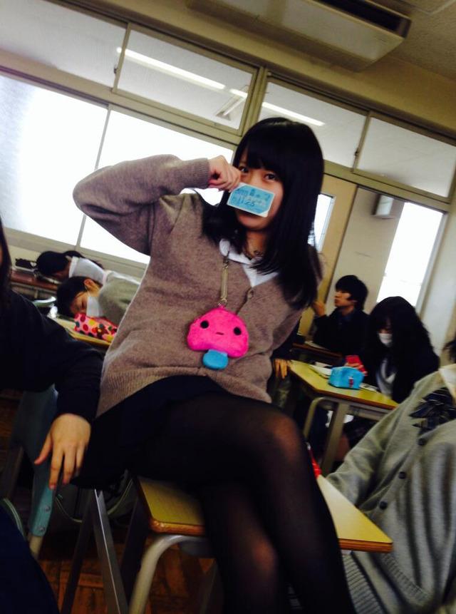 JK_制服_おふざけ_学校_エロ画像_05