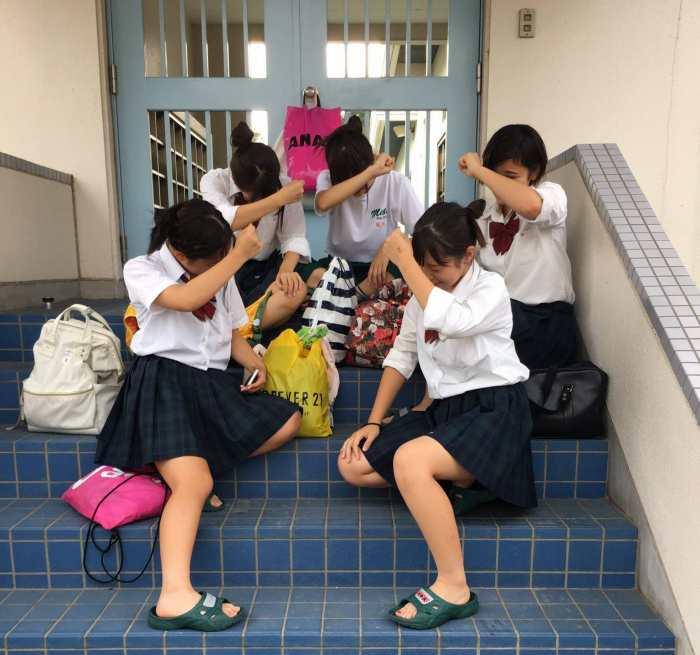 JK_制服_おふざけ_学校_エロ画像_18