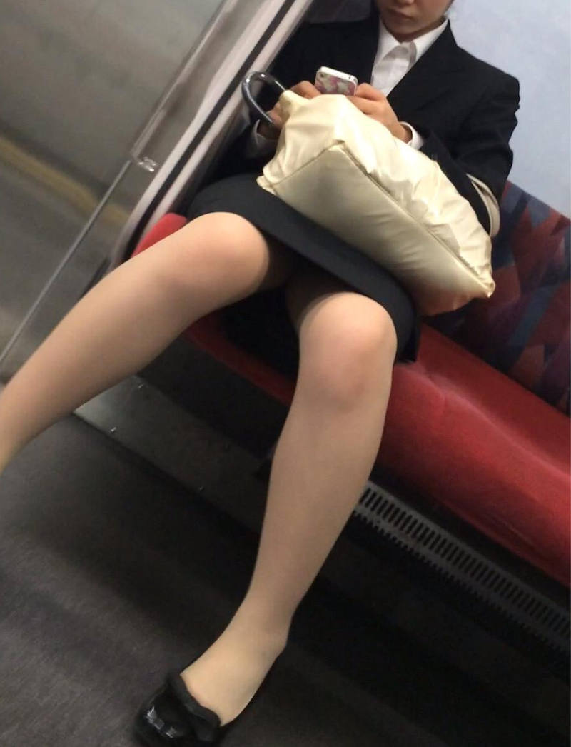 OL_美脚_パンスト_電車_盗撮_エロ画像_06