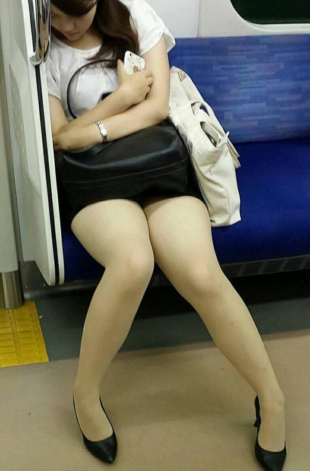 OL_美脚_パンスト_電車_盗撮_エロ画像_09