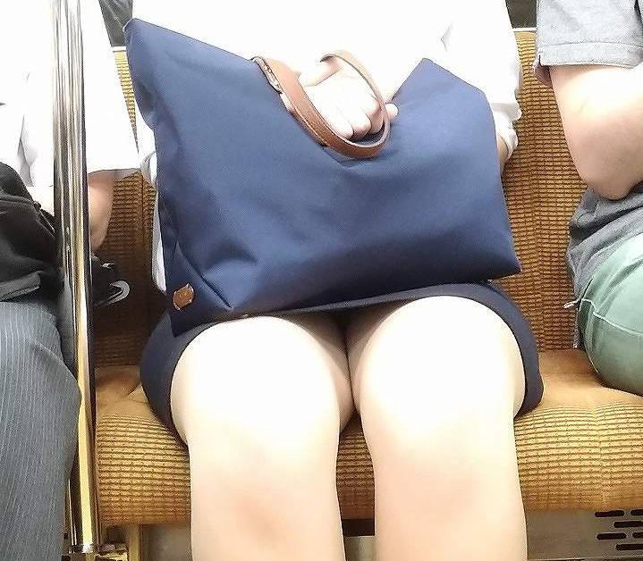 OL_美脚_パンスト_電車_盗撮_エロ画像_17