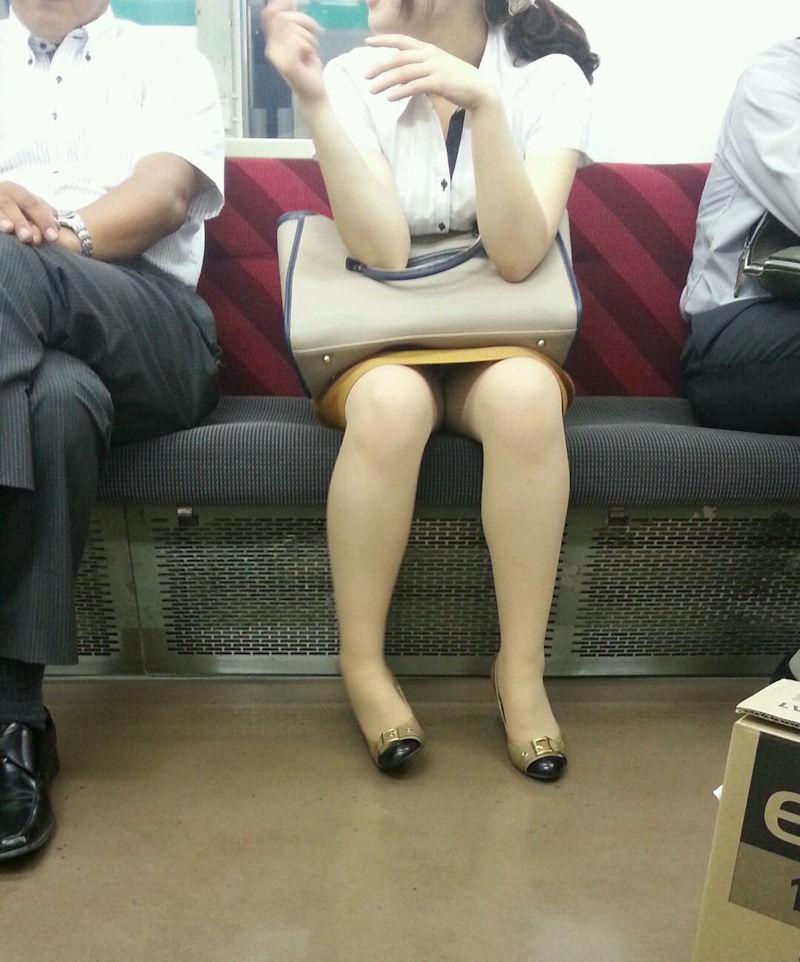 OL_美脚_パンスト_電車_盗撮_エロ画像_18