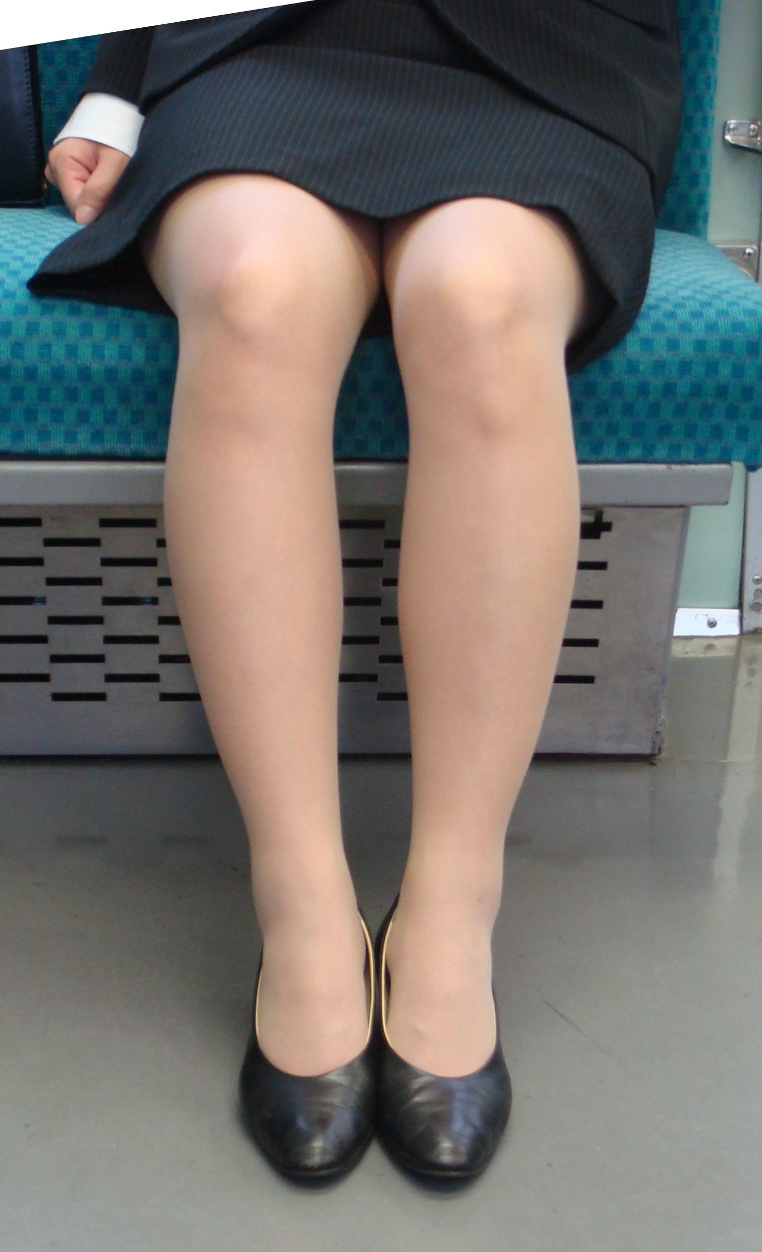 OL_美脚_パンスト_電車_盗撮_エロ画像_19