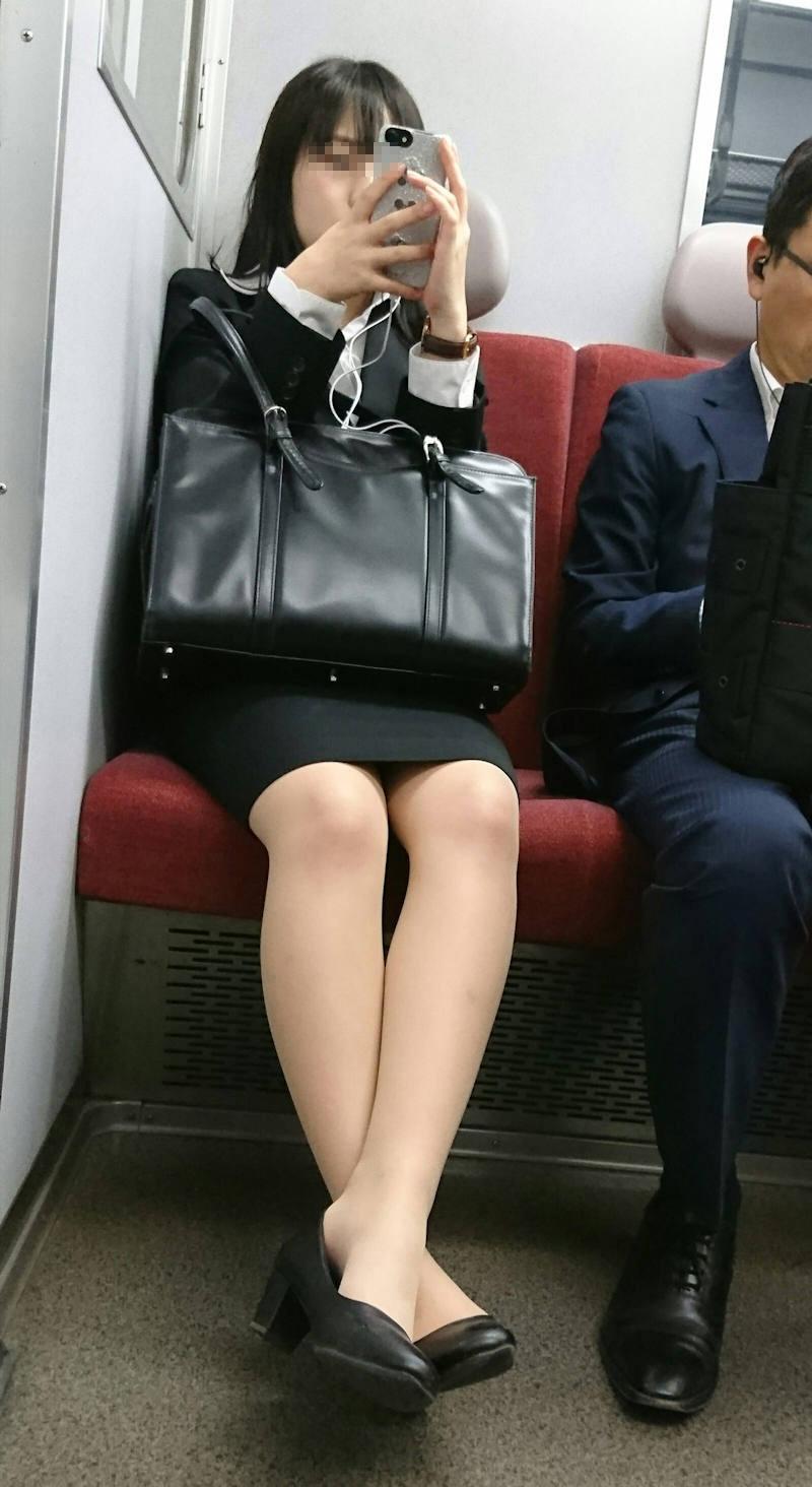 OL_美脚_パンスト_電車_盗撮_エロ画像_20