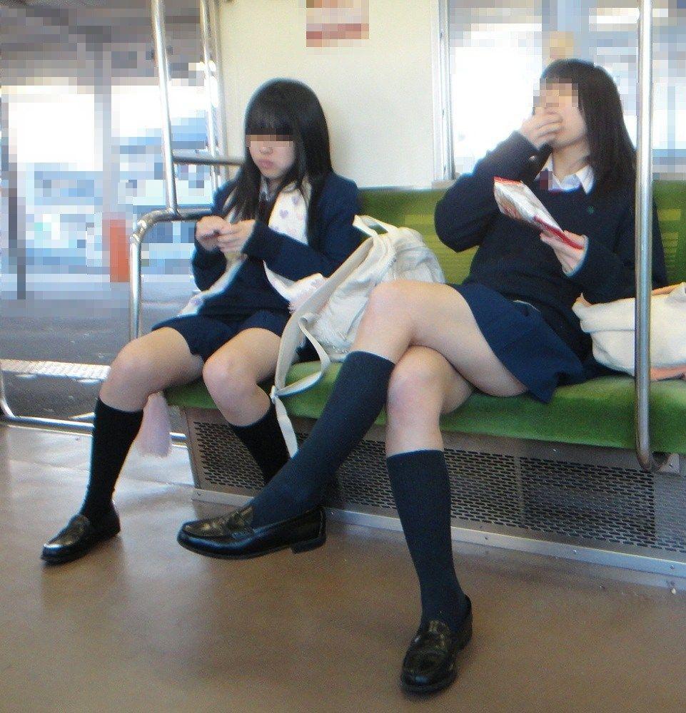 電車_太もも_JK_盗撮_エロ画像_09