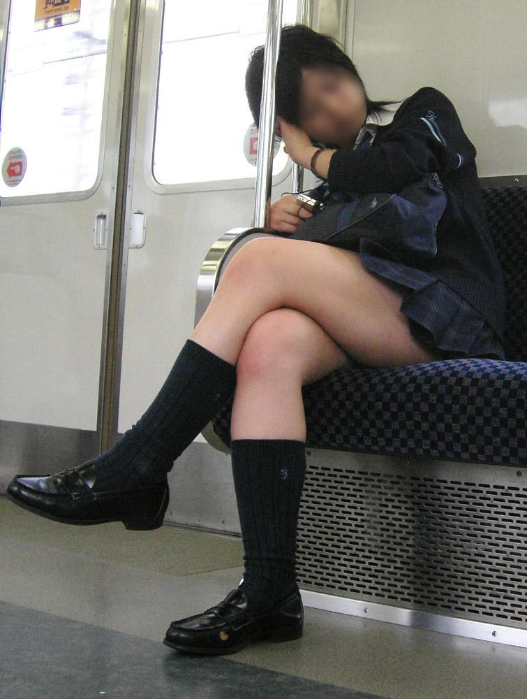 電車_太もも_JK_盗撮_エロ画像_15