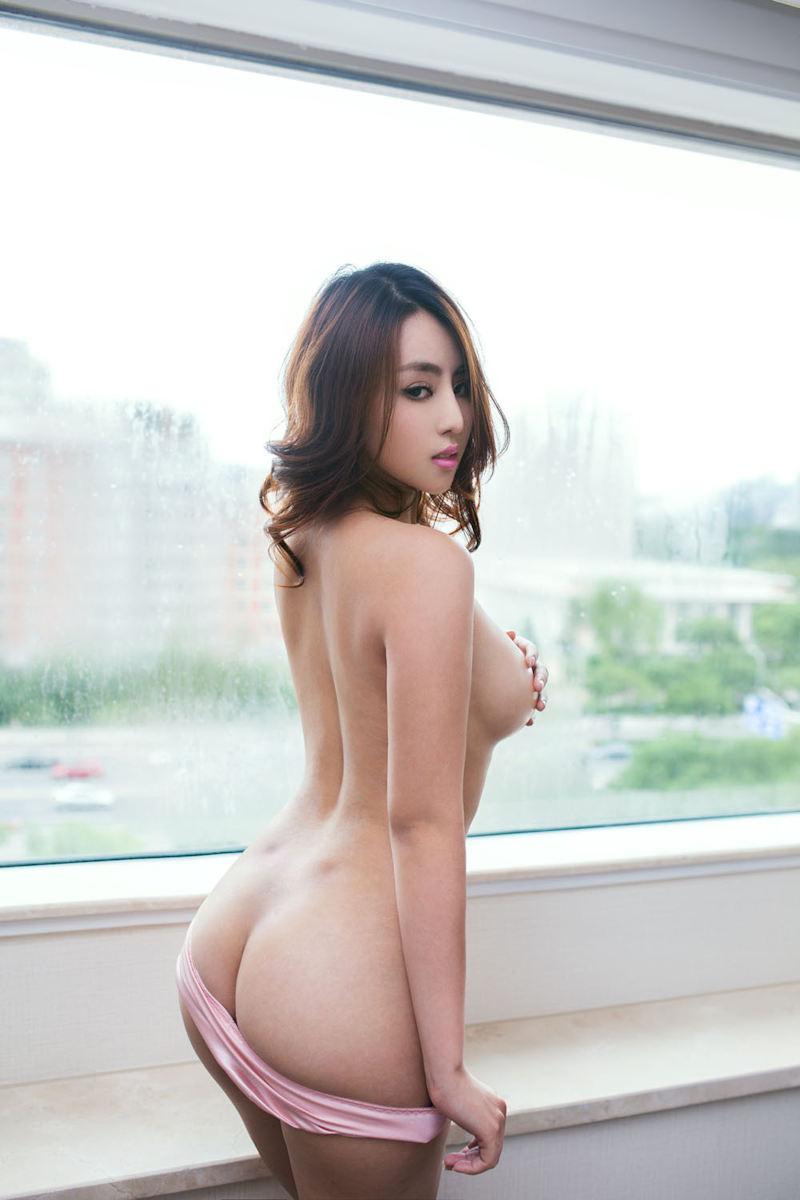 半ケツ_お尻_割れ目_パンツ_エロ画像_15