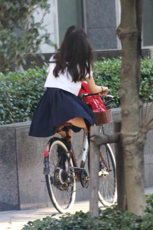 JK_パンチラ_自転車_盗撮_エロ画像_02