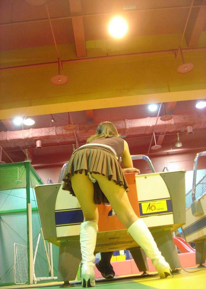 ゲームセンター_パンチラ_盗撮_エロ画像_01