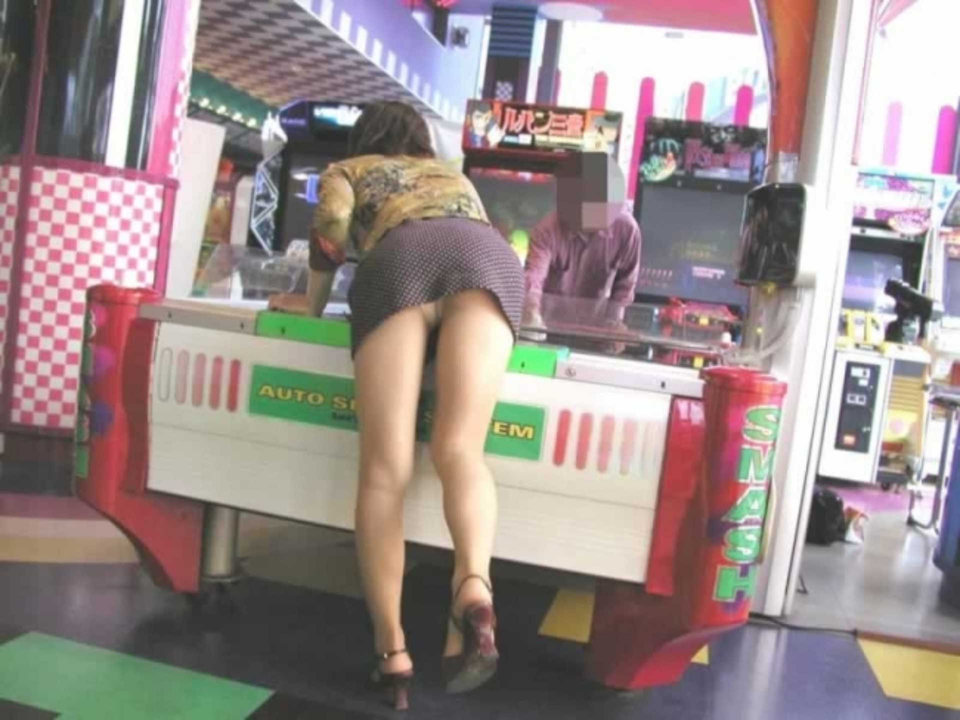ゲームセンター_パンチラ_盗撮_エロ画像_08