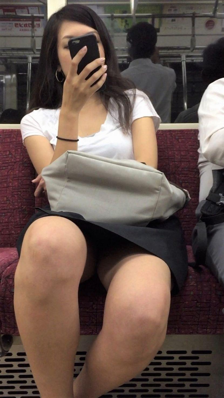 電車_パンチラ_下着_盗撮_エロ画像_14