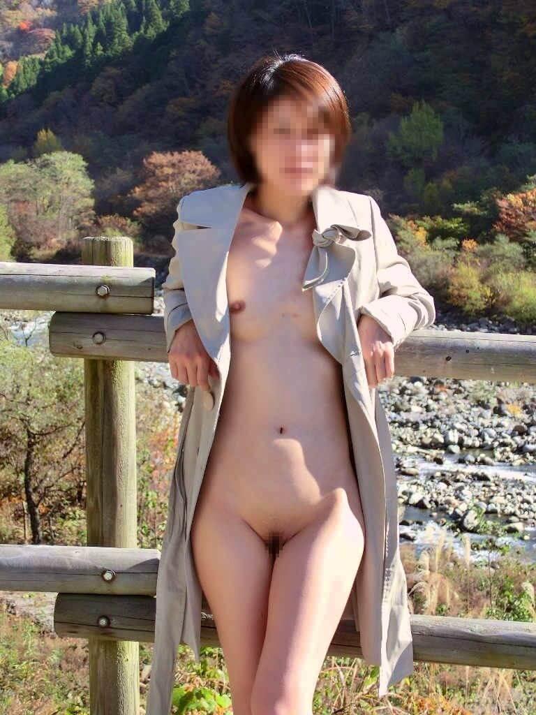 野外露出_変態女_素人_エロ画像_08